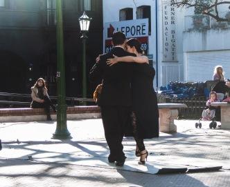 ballerini di tango a Plaza Dorrego